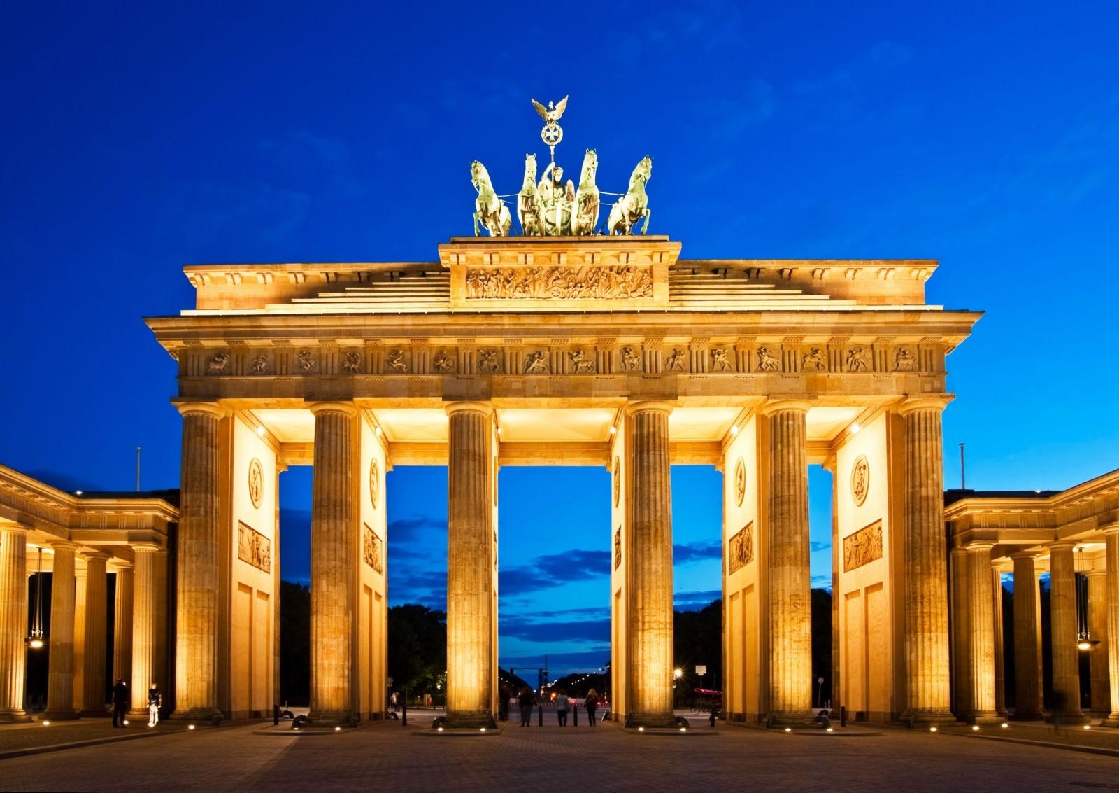 Brandenburg-Gate-6